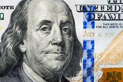 El nuevo 100 billete de dólar, cierre encima de la cara de Franklin Imagen de archivo