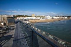 El nuevo embarcadero en Hastings, Sussex del este, Inglaterra foto de archivo libre de regalías
