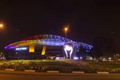 El nuevo estadio de fútbol de Natanya iluminado en la noche Imagen de archivo libre de regalías