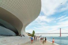 El nuevo museo de arte, arquitectura y Technology Museu de Arte, Arquitetura e Tecnologia o MAAT imagen de archivo