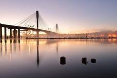 El nuevo puente de Mann del puerto en la salida del sol fotografía de archivo