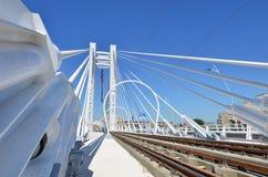 El nuevo puente de suspensión del basarab en Bucarest foto de archivo