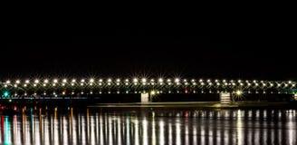 El nuevo puente viejo de Bratislava en la noche Imágenes de archivo libres de regalías