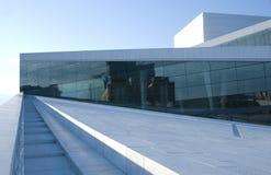 El nuevo teatro de la ópera en Oslo fotos de archivo