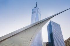 El nuevos tránsito y venta al por menor del eje del transporte del World Trade Center Fotos de archivo libres de regalías