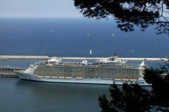 El oasis más grande del barco de cruceros de los mares Imagenes de archivo