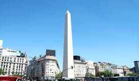 El obelisco en 9 De Julio Avenue Time Square de la Argentina Un destino turístico importante en Buenos Aires, la Argentina fotos de archivo libres de regalías