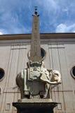 El obelisco en el della Minerva de la plaza en Roma, Italia Fotos de archivo