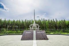 El obelisco en la frontera de Europa - Asia cerca de Ekaterimburgo Fotos de archivo