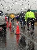 El Objeżdża de Tucson, AZ kolarstwa wydarzenie w deszczu obrazy stock
