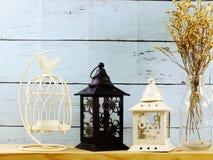 El objeto de la decoración con el hogar de la vela de la linterna adorna Imagen de archivo libre de regalías