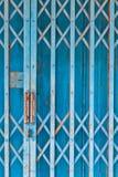 El obturador de acero azul viejo Fotografía de archivo libre de regalías