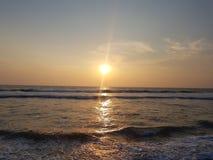 El Océano Índico en puesta del sol Sri Lanka, fuerte de Galle fotografía de archivo libre de regalías