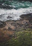 El océano en la costa imagenes de archivo