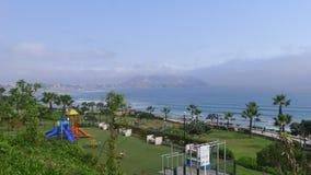 El Océano Pacífico del parque de Yitzhak Rabin en Miraflores Imagen de archivo libre de regalías