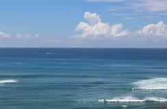 El océano y un cielo Imagen de archivo libre de regalías