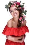 El Occidental-estilo de la novia/los colores brillantes en el modelo/el pelo florece/pelo floristry Imagen de archivo libre de regalías