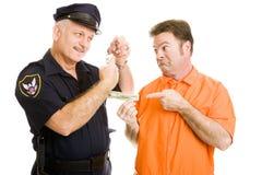 El oficial de policía rechaza el soborno Fotos de archivo libres de regalías