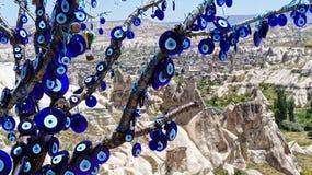 El ojo de cristal azul Nazar Boncugu como defensa contra el mal Foto de archivo