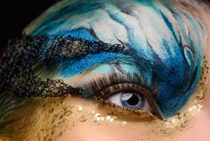 El ojo de la mujer joven con fantasía compone Foto de archivo