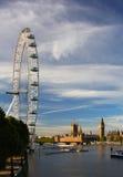 El ojo de Londres, el Ben grande y las casas del parlamento Foto de archivo libre de regalías