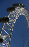El ojo sobre el cielo azul de Londres Fotos de archivo