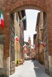 El oof medieval Buonconvento de la ciudad en Toscana Imagenes de archivo