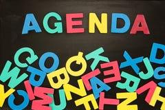 El orden del día de la palabra escrito con las letras coloreadas Imagenes de archivo