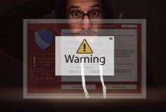 El ordenador portátil del ordenador con la advertencia del corte surge Imagenes de archivo