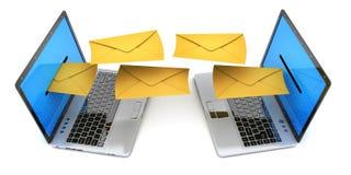 El ordenador portátil dos y envía mucho la letra del correo electrónico Fotografía de archivo libre de regalías