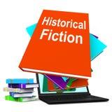 El ordenador portátil histórico de la pila de libro de la ficción significa los libros de la historia Imagen de archivo