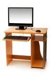 El ordenador y el escritorio aislaron Imagenes de archivo