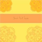 El ornamento floral anaranjado arrincona el modelo de la tarjeta Imagenes de archivo