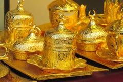 El oro adornó el juego de té Fotografía de archivo libre de regalías