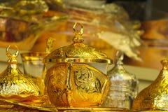 El oro adornó el juego de té Imágenes de archivo libres de regalías