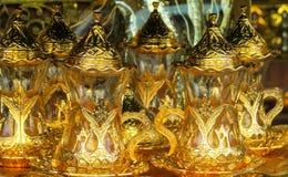 El oro adornó el juego de té Fotos de archivo