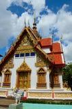 El oro adornado adornó el templo budista Hat Yai Tailandia Imagen de archivo libre de regalías