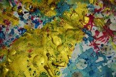 El oro púrpura azul de la cera salpica, los puntos, fondo creativo de la acuarela de la pintura Fotografía de archivo libre de regalías