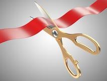 El oro scissors cortar una cinta burocrática Fotos de archivo libres de regalías