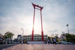 El oscilaci?n gigante o el sao rojo Chingcha, se?al hermosa de la ciudad de Bangkok fotos de archivo libres de regalías