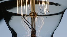 El oscilar Edison Lightbulb Filament And Wiring metrajes