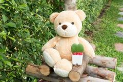 El oso de peluche con Ho ya sale del corazón Imagenes de archivo
