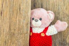 El oso de peluche lindo dice hola Imagenes de archivo
