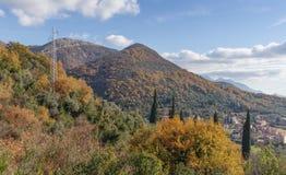 El otoño adornó las montañas montenegro Foto de archivo