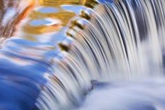 El otoño, enlace baja cascada foto de archivo libre de regalías