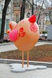 El pájaro de Pascua como instalación del arte en el ` de la primavera de Moscú del ` del festival en Moscú Fotos de archivo