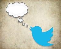El pájaro de Twitter redacta la burbuja del discurso Imagen de archivo