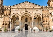 El pórtico famoso de Domingo y de Antonello Gagini de la iglesia de la catedral de Palermo, Sicilia, Italia imagenes de archivo