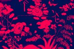 El p?jaro del ?rbol y las pinturas hermosos del arte de las flores colorean rosa y fondo y papel pintado negros del modelo del ej libre illustration