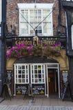 El paño grueso y suave de oro en York Imagenes de archivo